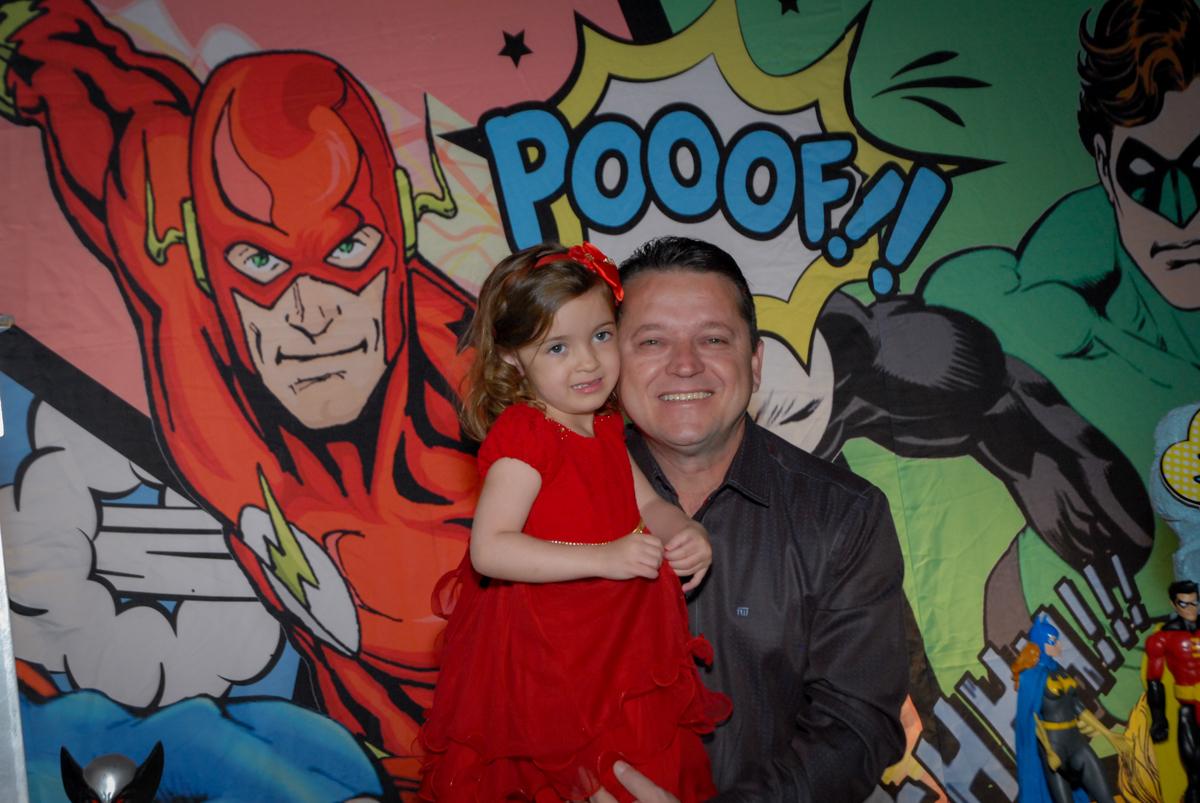 foto pai e filho no Buffet Planeta Prime, Alphaville, São Paulo, aniversário de Rafael 10 anos, tema da festa The Flash
