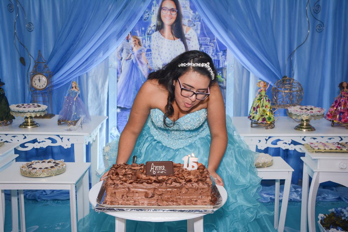 soprando a vela do bolo no Buffet Zezé e Lelé, Butantã, São Paulo, SP, Anne Caroline 15 anos
