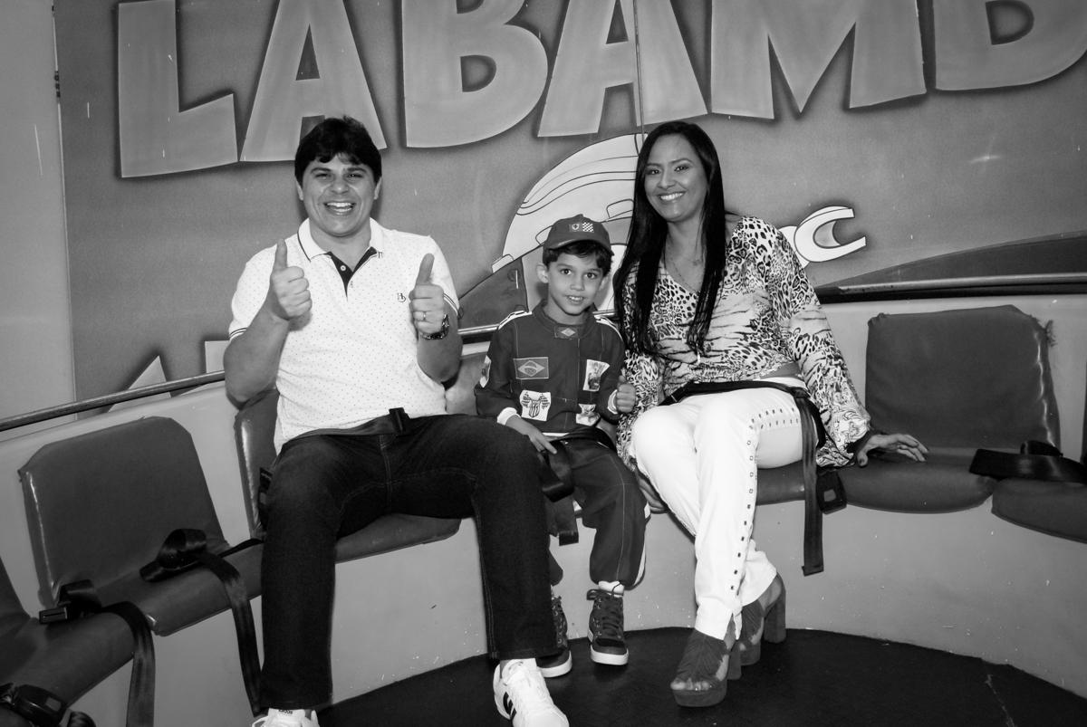 família brinca no labamba no Buffet Fábrica da Alegria Morumbi, São Paulo, aniversario de Guilherme 6 anos, tema da festa carros