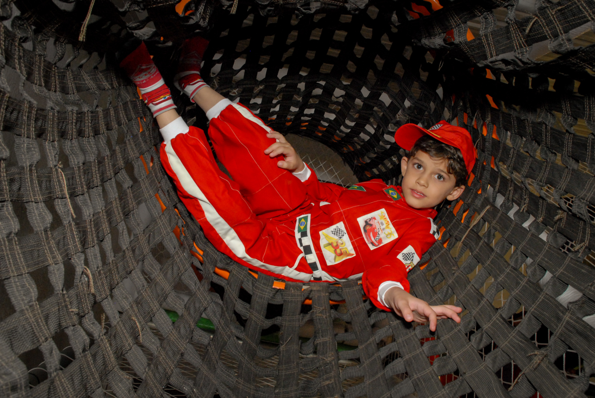 brincadeira no brinquedão no Buffet Fábrica da Alegria Morumbi, São Paulo, aniversario de Guilherme 6 anos, tema da festa carros