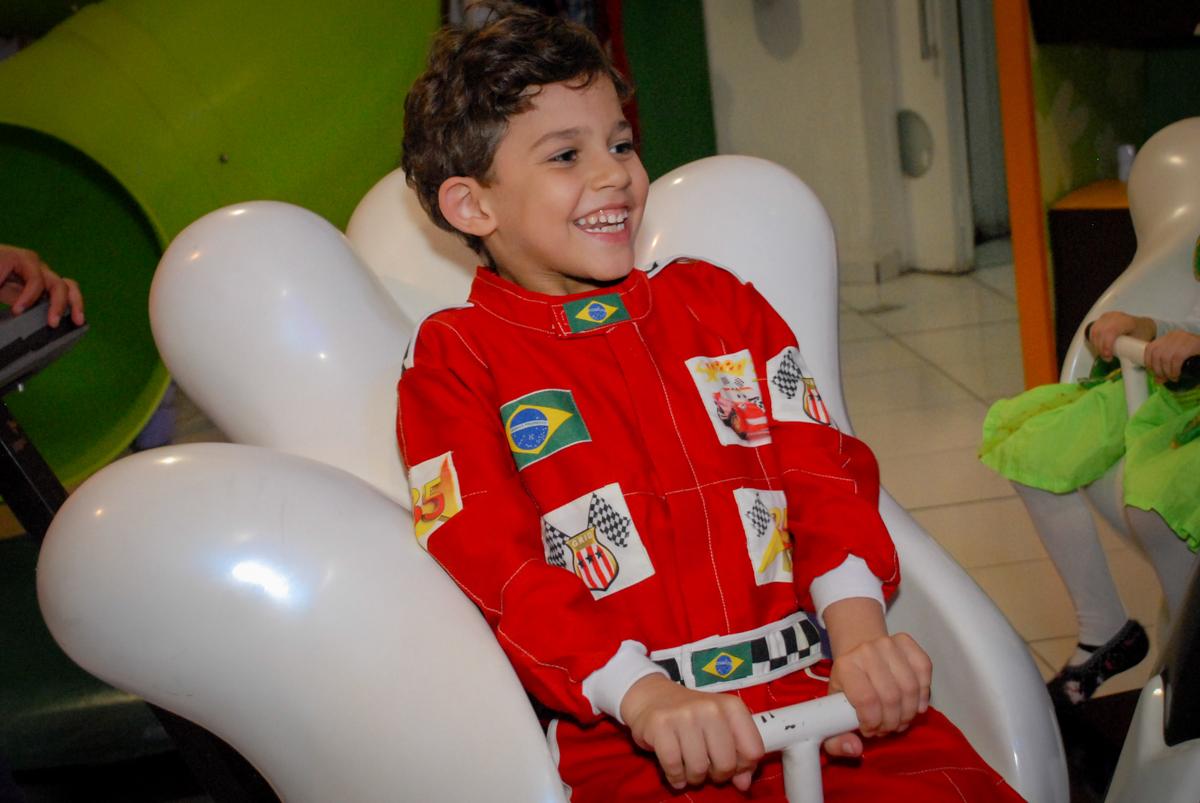 risada gostosa no Buffet Fábrica da Alegria Morumbi, São Paulo, aniversario de Guilherme 6 anos, tema da festa carros