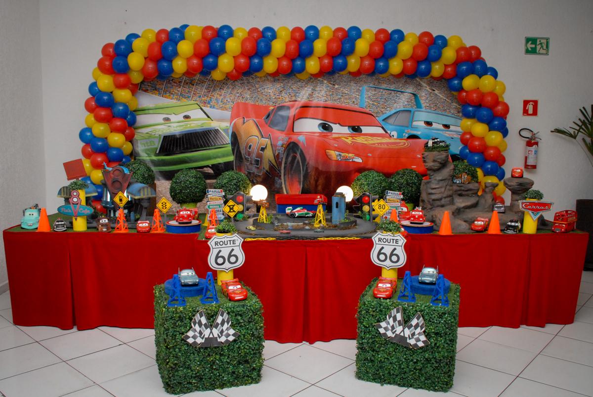 mesa temática no Buffet Fábrica da Alegria Morumbi, São Paulo, aniversario de Guilherme 6 anos, tema da festa carros
