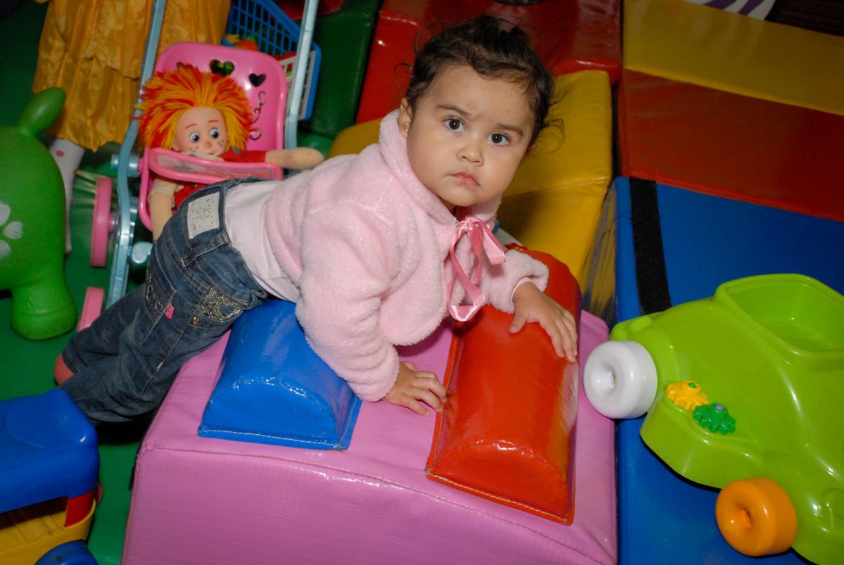curtindo a área baby no Buffet Fábrica da Alegria Morumbi, São Paulo, aniversario de Guilherme 6 anos, tema da festa carros