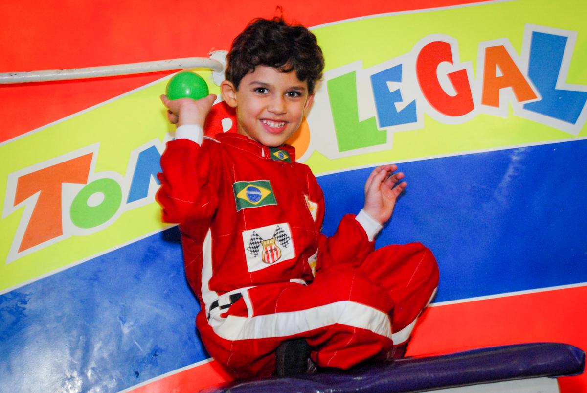 preparando para cair no pula pula no Buffet Fábrica da Alegria Morumbi, São Paulo, aniversario de Guilherme 6 anos, tema da festa carros