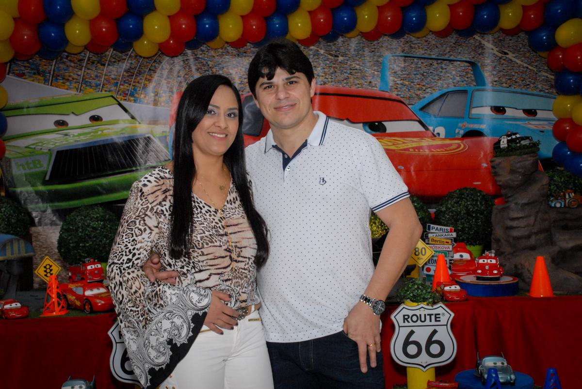fotografia dos pais no Buffet Fábrica da Alegria Morumbi, São Paulo, aniversario de Guilherme 6 anos, tema da festa carros