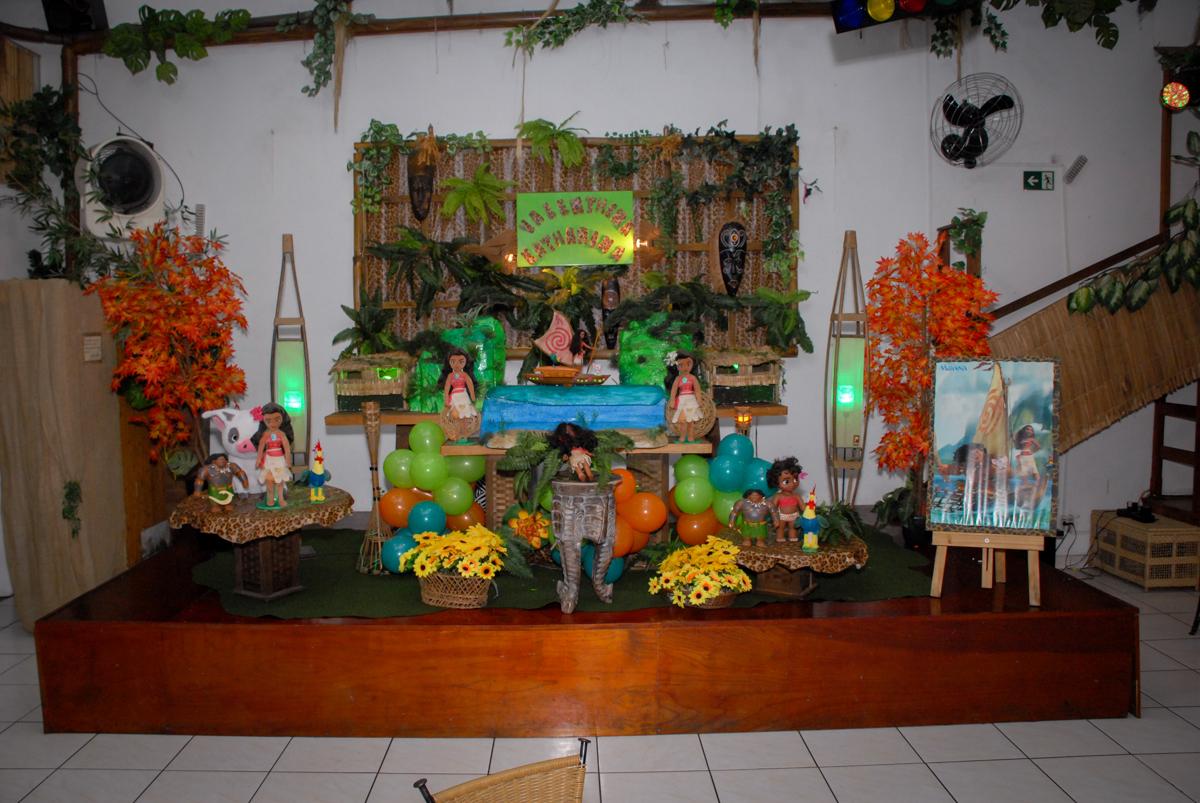mesa decorada no Buffet Espaço Zumba , Saude, São Paulo, aniversário de Katharina 7 anos e Valenthina 5, tema da festa Moana