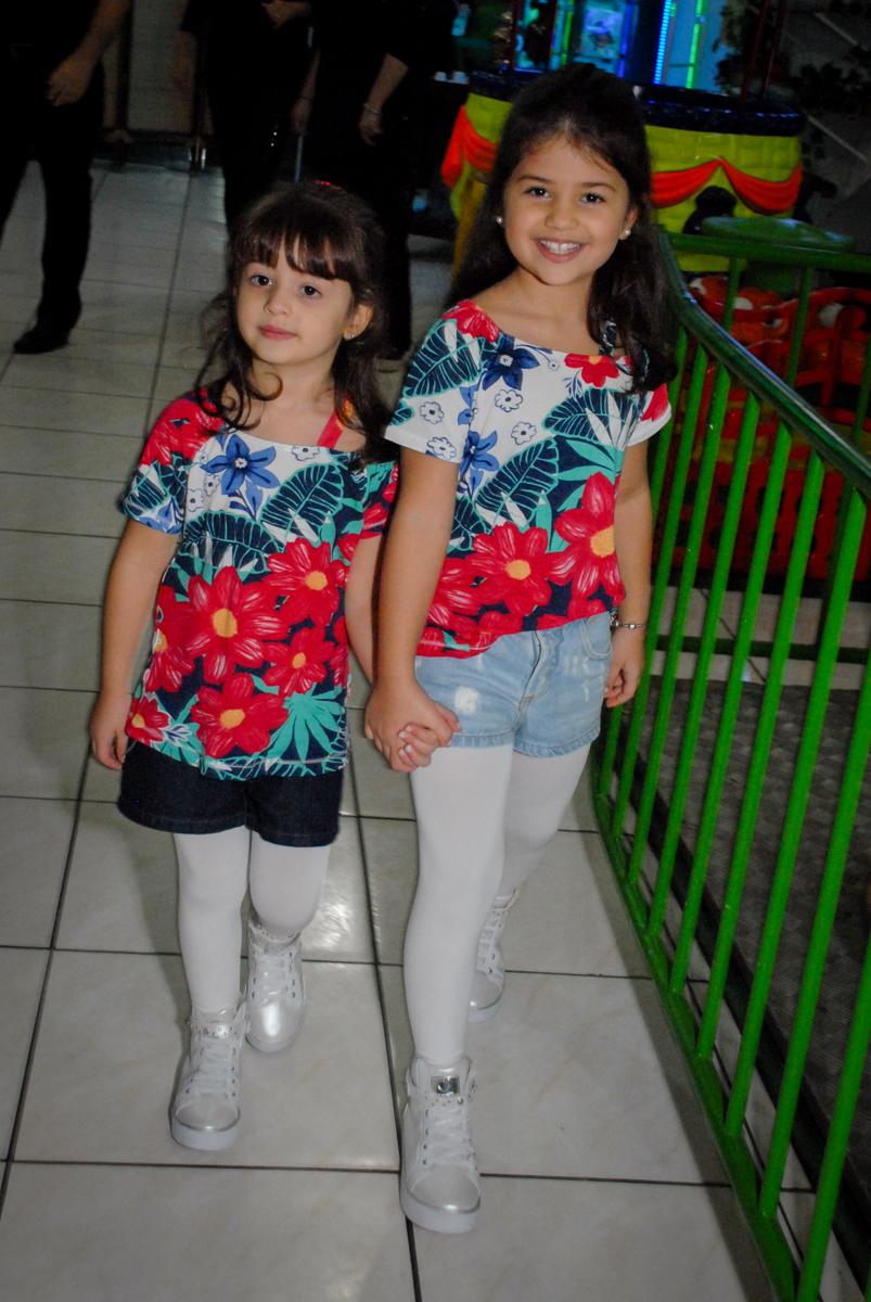 entrada da família no Buffet Espaço Zumba , Saude, São Paulo, aniversário de Katharina 7 anos e Valenthina 5, tema da festa Moana