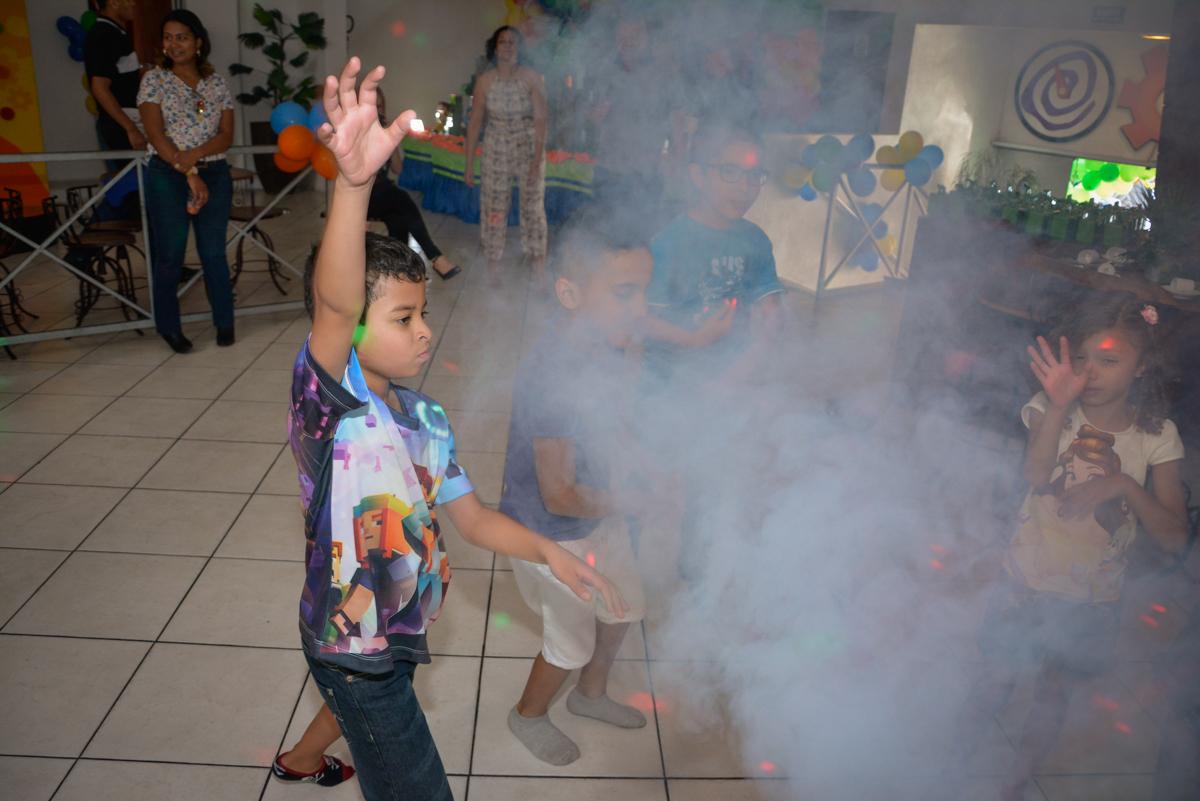 balada animada no Buffet Fábrica da Alegria Osasco São Paulo, aniversário de Rafael 8 anos tema da festa mini craft