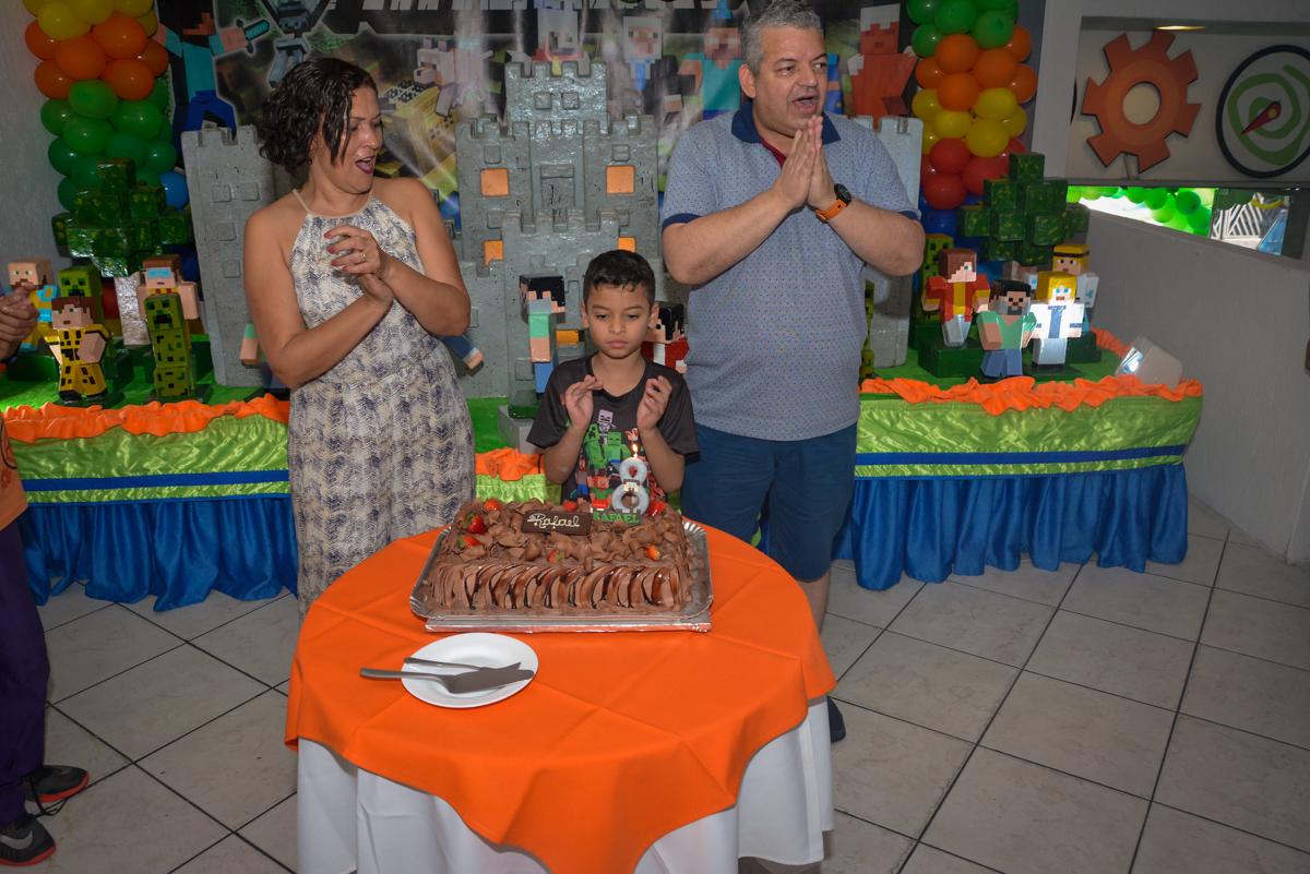 chegou a hora do parabéns no Buffet Fábrica da Alegria Osasco São Paulo, aniversário de Rafael 8 anos tema da festa mini craft