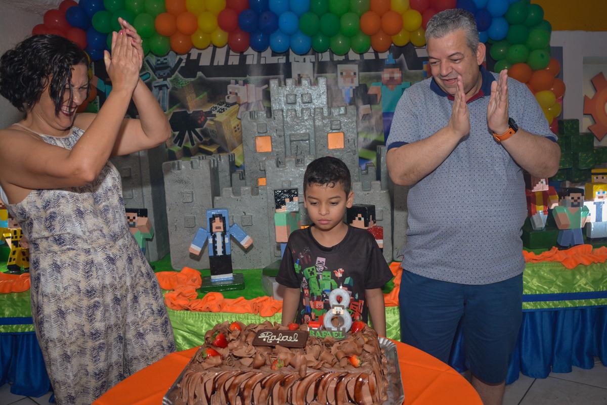 cantando parabéns no Buffet Fábrica da Alegria Osasco São Paulo, aniversário de Rafael 8 anos tema da festa mini craft