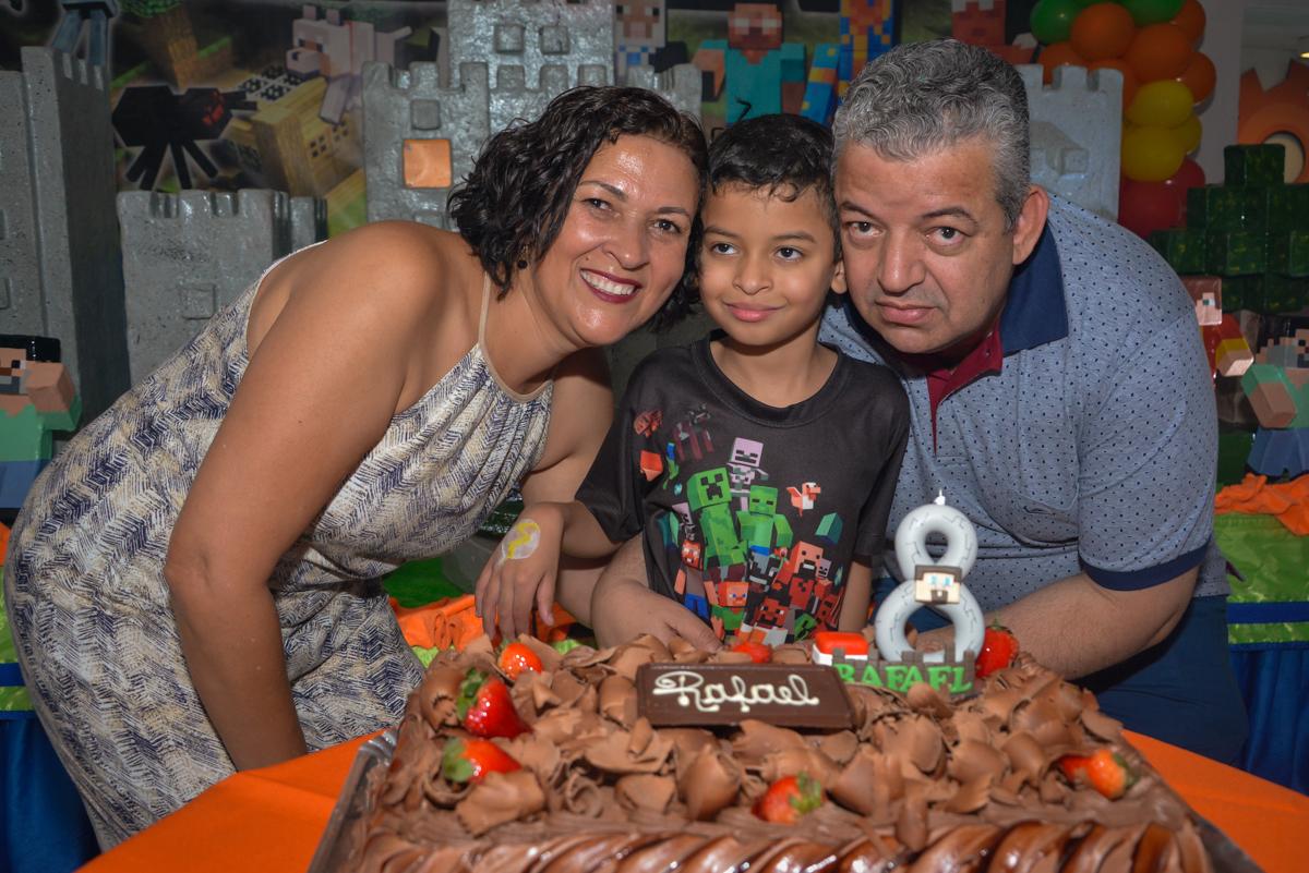fotografia na hora do parabéns no Buffet Fábrica da Alegria Osasco São Paulo, aniversário de Rafael 8 anos tema da festa mini craft
