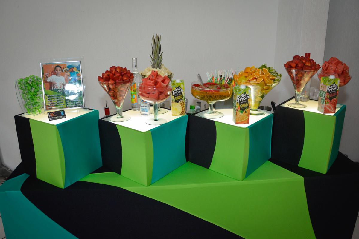 mesa de drinks star bar no Buffet Fábrica da Alegria Osasco São Paulo, aniversário de Rafael 8 anos tema da festa mini craft