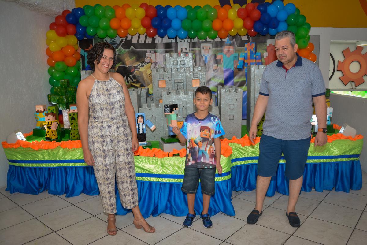 fotografia da família no Buffet Fábrica da Alegria Osasco São Paulo, aniversário de Rafael 8 anos tema da festa mini craft