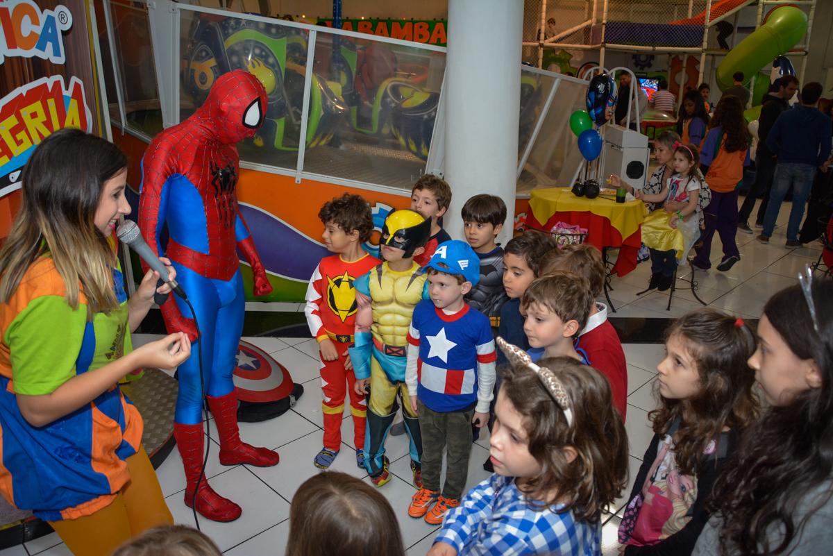 hora do show dos super heróis no Buffet Fábrica da Alegria, Morumbi, São Paulo, aniversário de Luis Arthur 6 anos tema da festa super herois