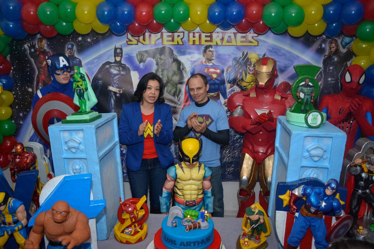 cantando parabéns no Buffet Fábrica da Alegria, Morumbi, São Paulo, aniversário de Luis Arthur 6 anos tema da festa super herois