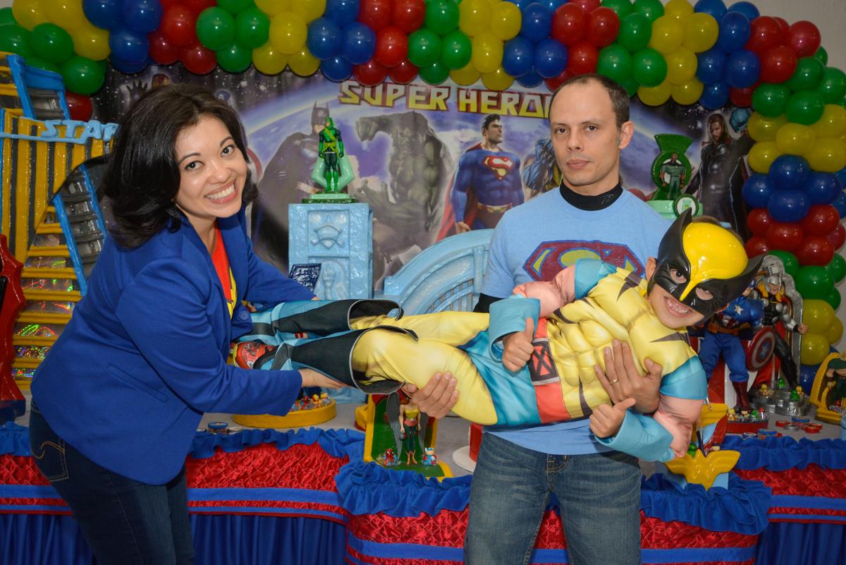 foto divertida no Buffet Fábrica da Alegria, Morumbi, São Paulo, aniversário de Luis Arthur 6 anos tema da festa super herois