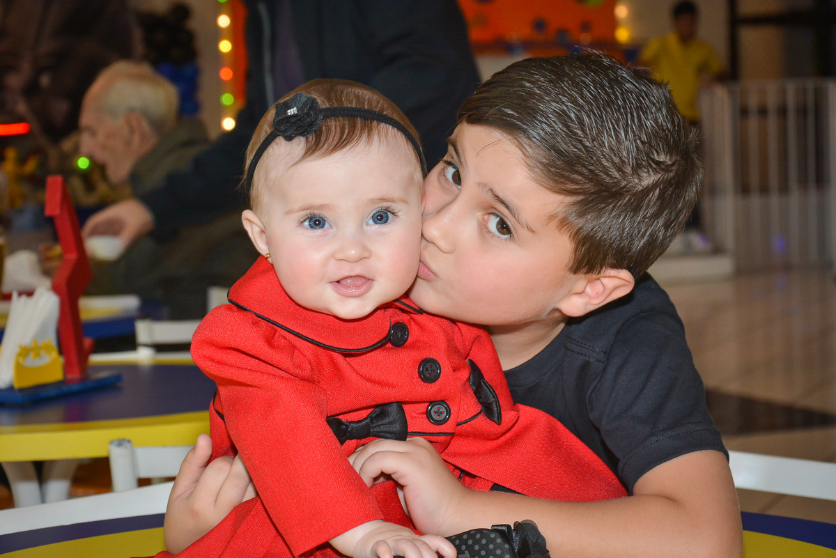 beijinho do irmão no Buffet Salakaboom, Ipiranga, São Paulo, aniversário de Jonathan 7 anos, tema da festa Star Wars