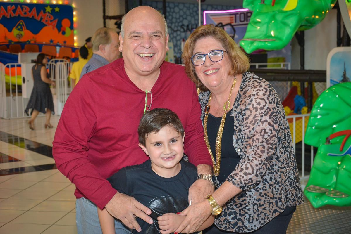 fotografia com os avós no Buffet Salakaboom, Ipiranga, São Paulo, aniversário de Jonathan 7 anos, tema da festa Star Wars