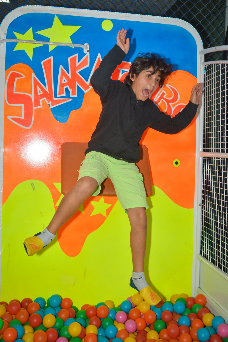 caindo no tombo legal no Buffet Salakaboom, Ipiranga, São Paulo, aniversário de Jonathan 7 anos, tema da festa Star Wars