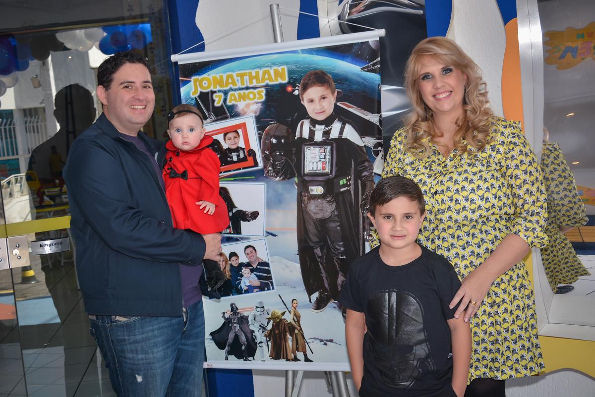 entrada da família na festa no Buffet Salakaboom, Ipiranga, São Paulo, aniversário de Jonathan 7 anos, tema da festa Star Wars
