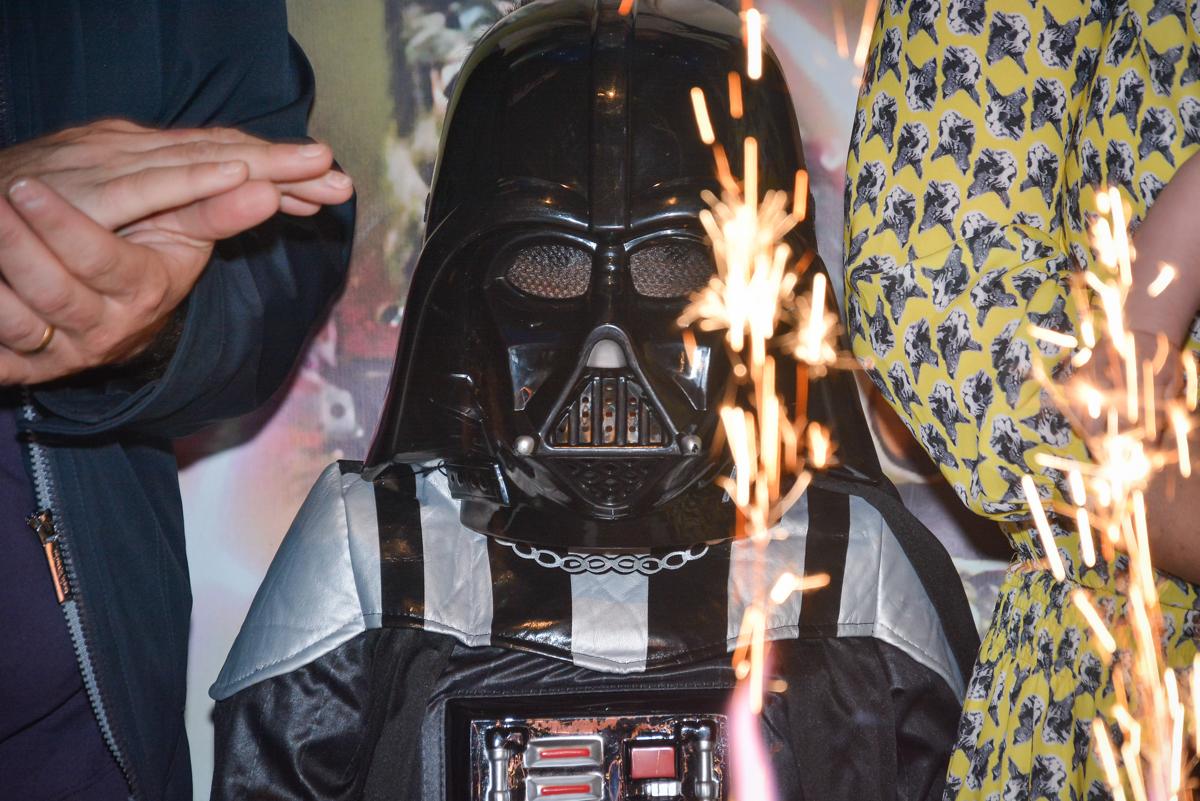 usando fantasia no parabéns no Buffet Salakaboom, Ipiranga, São Paulo, aniversário de Jonathan 7 anos, tema da festa Star Wars