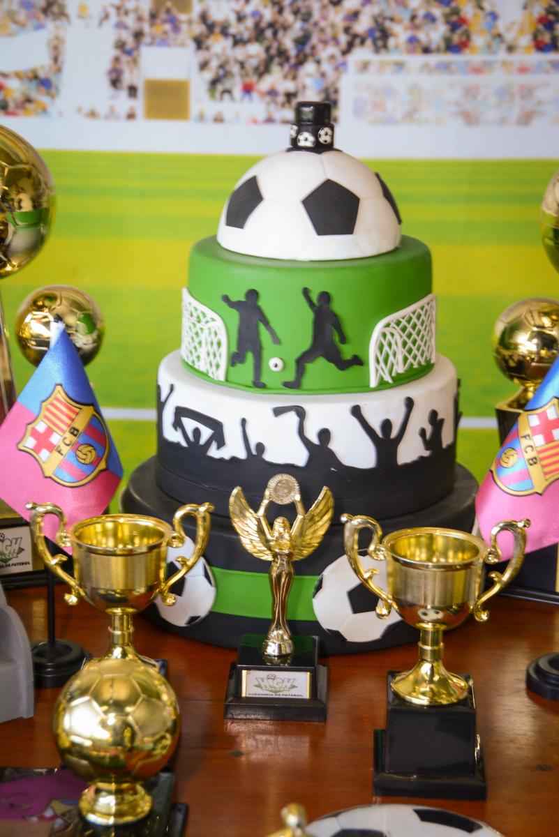 mesa decorada no Buffet High Soccer, Morumbi, São Paulo aniversário de Rafael e João 6 anos tema da festa futebol