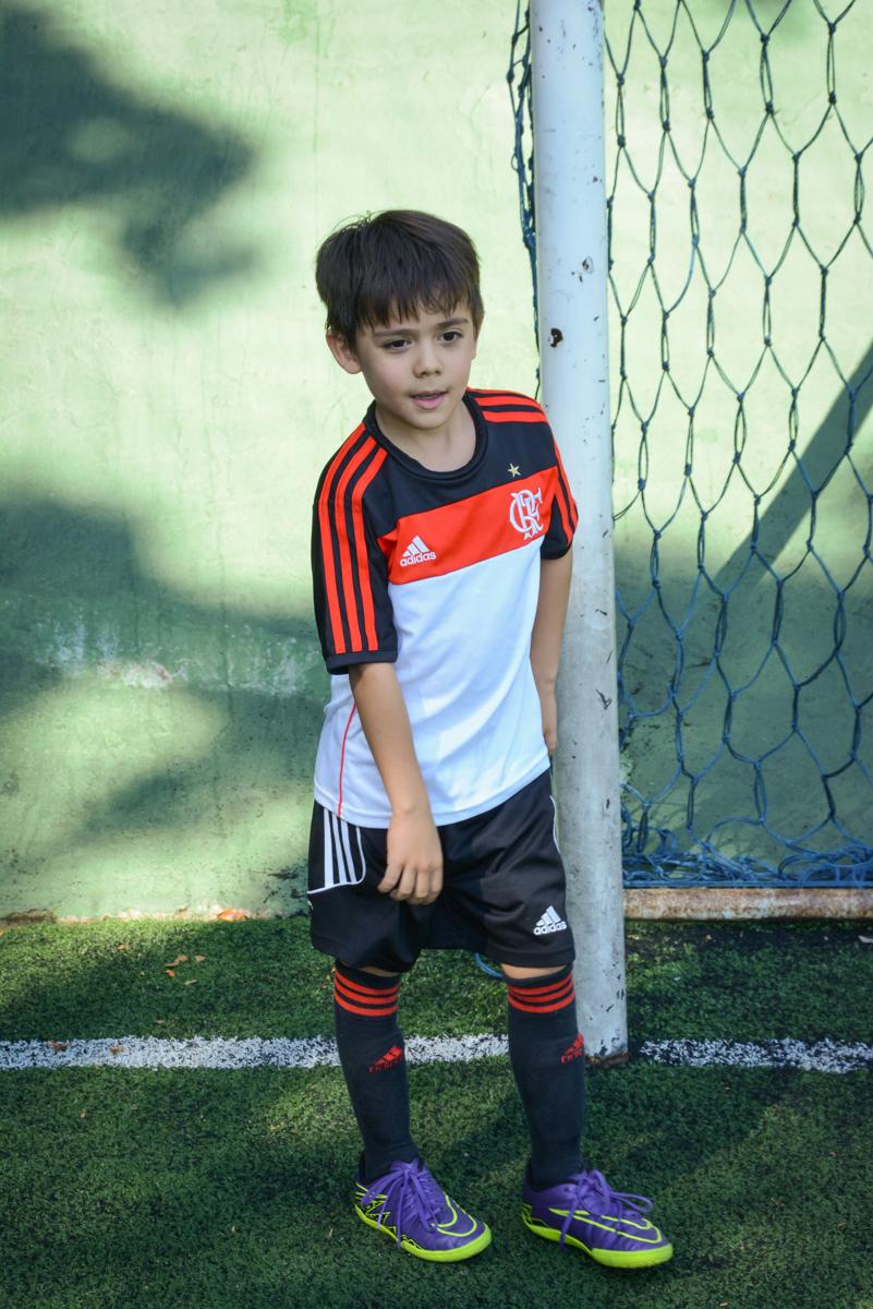 jogo de futebol rola no Buffet High Soccer, Morumbi, São Paulo aniversário de Rafael e João 6 anos tema da festa futebol