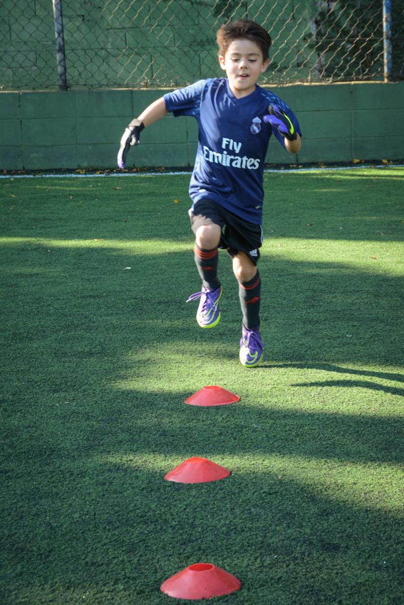 treino antes do jogo no Buffet High Soccer, Morumbi, São Paulo aniversário de Rafael e João 6 anos tema da festa futebol