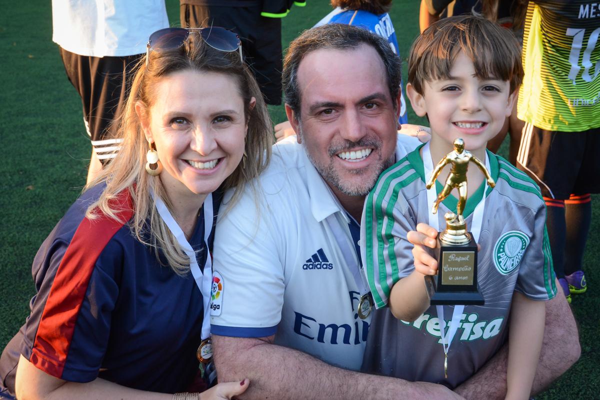 comemorando a vitória no Buffet High Soccer, Morumbi, São Paulo aniversário de Rafael e João 6 anos tema da festa futebol