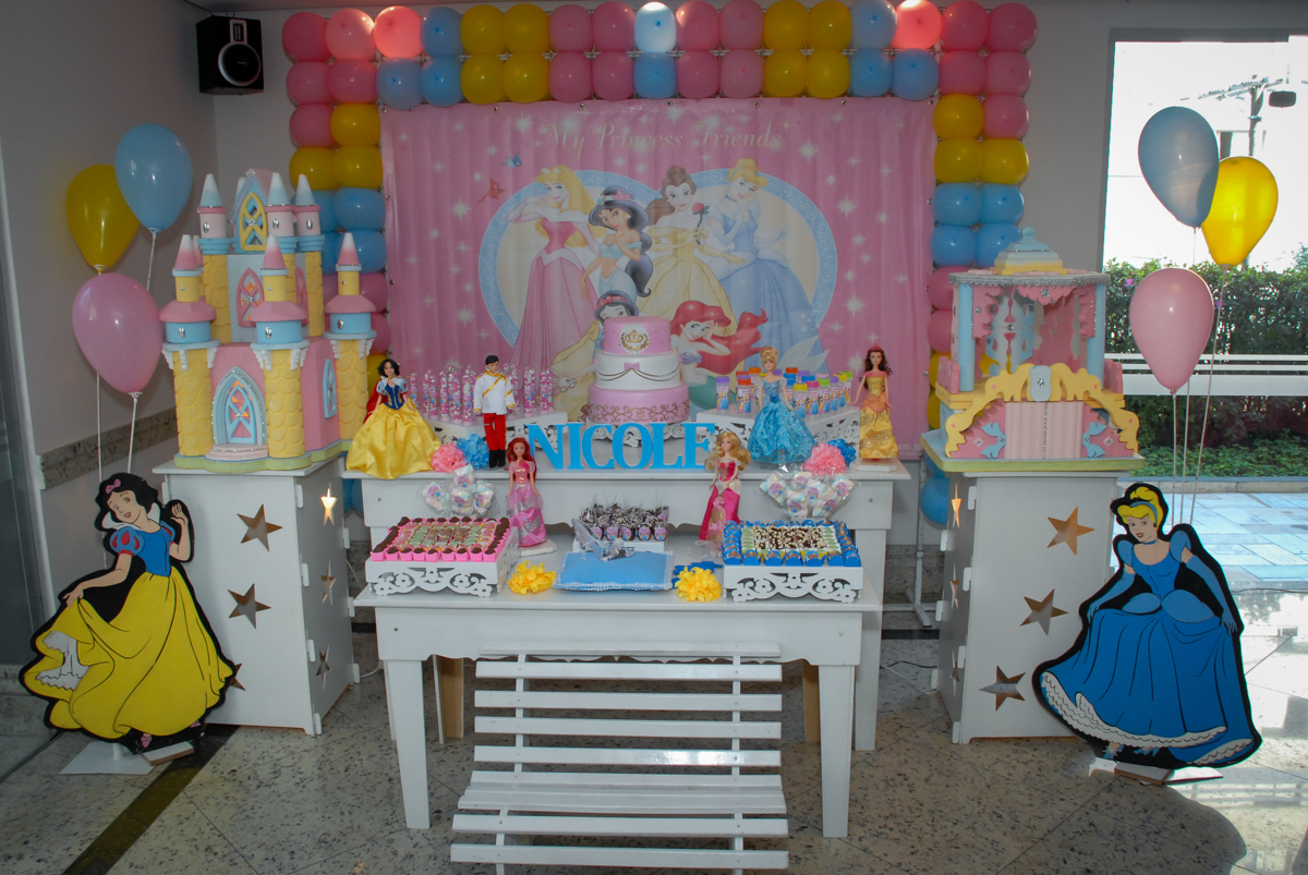 condominio vila mariana aniversario de nicole 3 aninhos tema da festa princesas