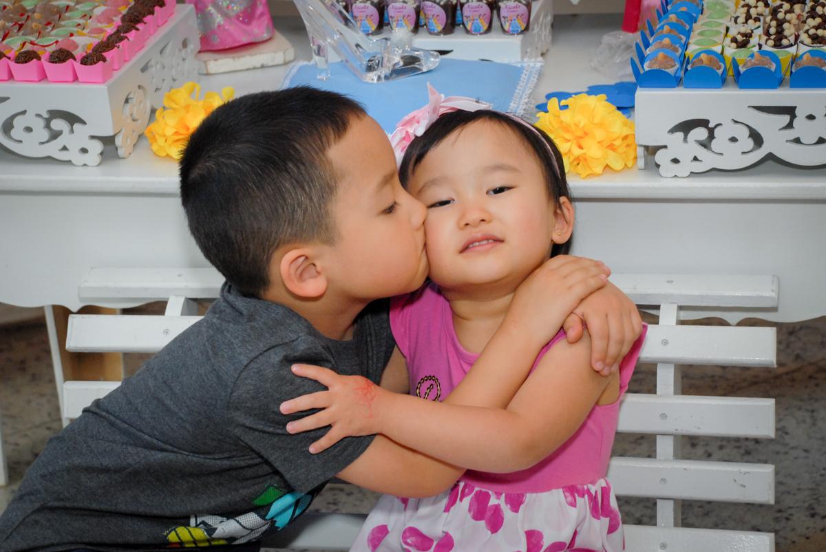 beijinho do irmão no condominio vila mariana aniversario de nicole 3 aninhos tema da festa princesas