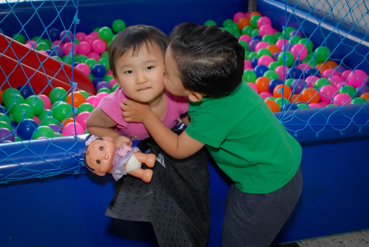 cumprimento do amigo com beijinho no condominio vila mariana aniversario de nicole 3 aninhos tema da festa princesas
