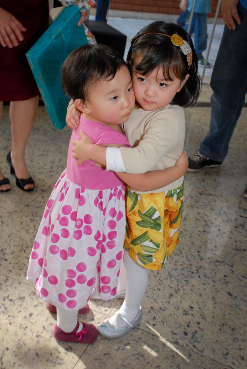 mais abraços de felicitação no condominio vila mariana aniversario de nicole 3 aninhos tema da festa princesas