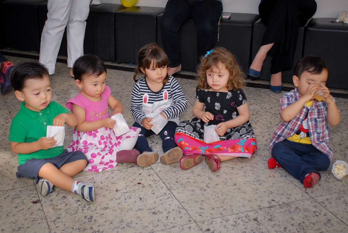participando da gincana com os monitores no condominio vila mariana aniversario de nicole 3 aninhos tema da festa princesas