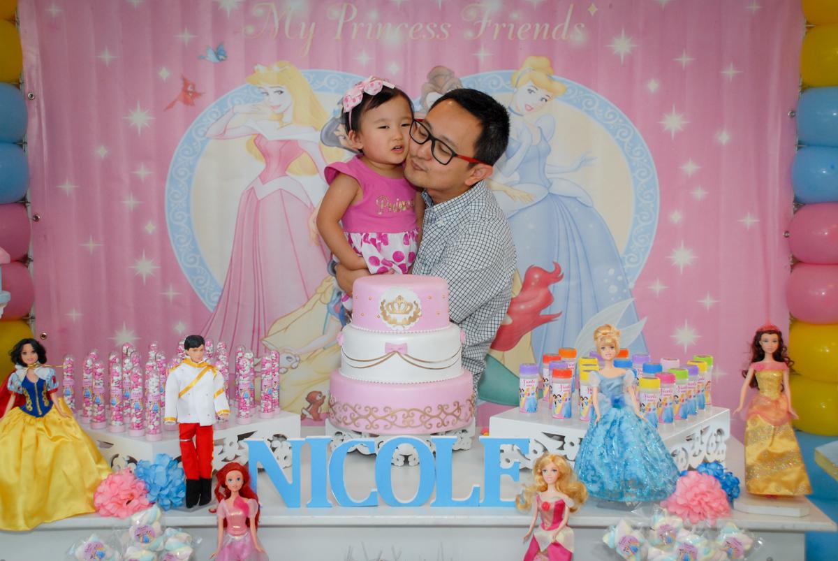 fotografia pai e filho no condominio vila mariana aniversario de nicole 3 aninhos tema da festa princesas