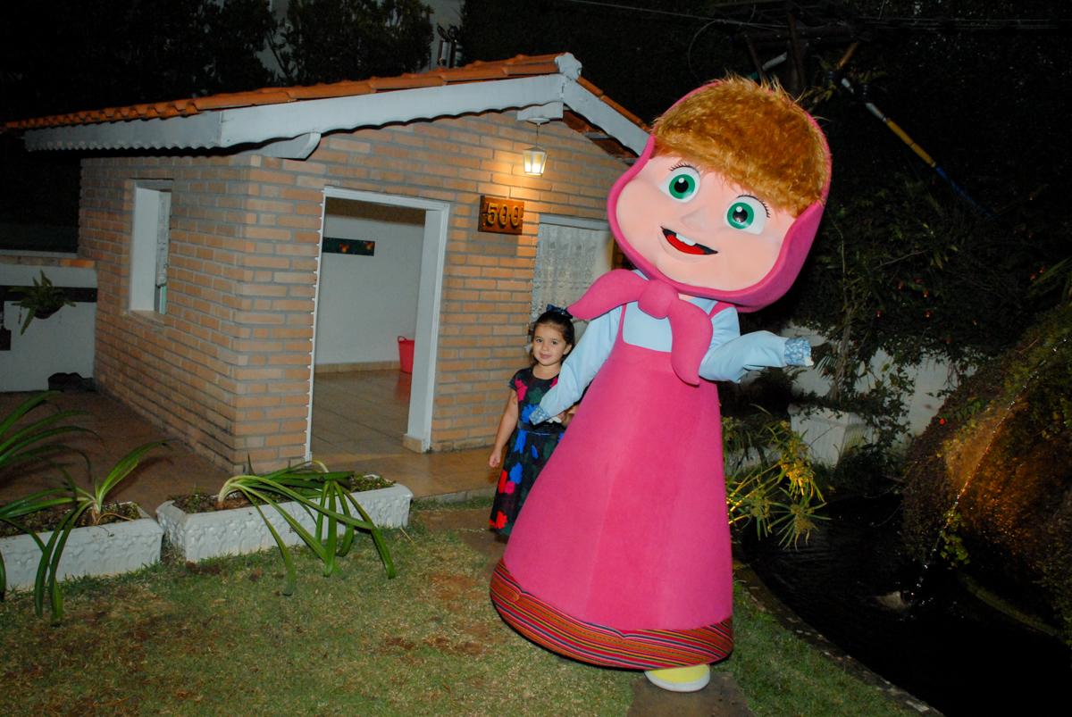 diversão na casa de bonecas no buffet villa 18 alphaville, sao paulo, aniversario de valentina 4 anos tema da festa masha e o urso