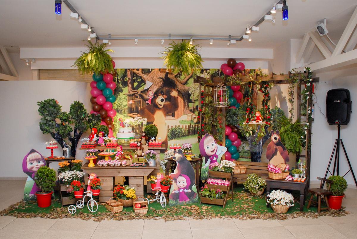 mesa decorada no buffet villa 18 alphaville, sao paulo, aniversario de valentina 4 anos tema da festa masha e o urso
