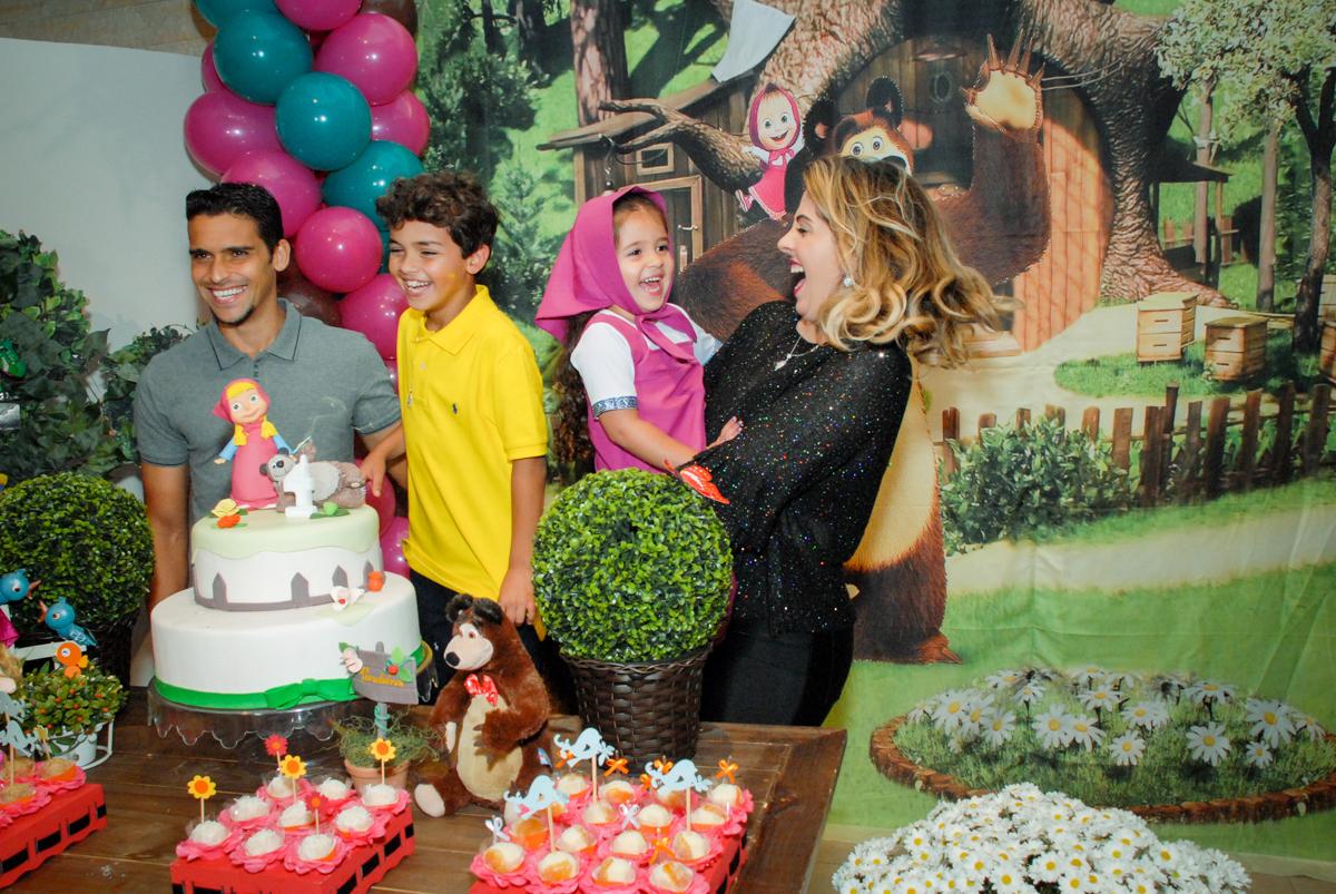 risadas gostosas no buffet villa 18 alphaville, sao paulo, aniversario de valentina 4 anos tema da festa masha e o urso