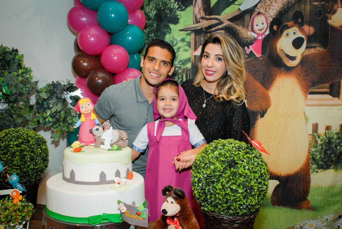 familia do jean jogador de futebol na festa de sua filha no buffet villa 18 alphaville, sao paulo, aniversario de valentina 4 anos tema da festa masha e o urso