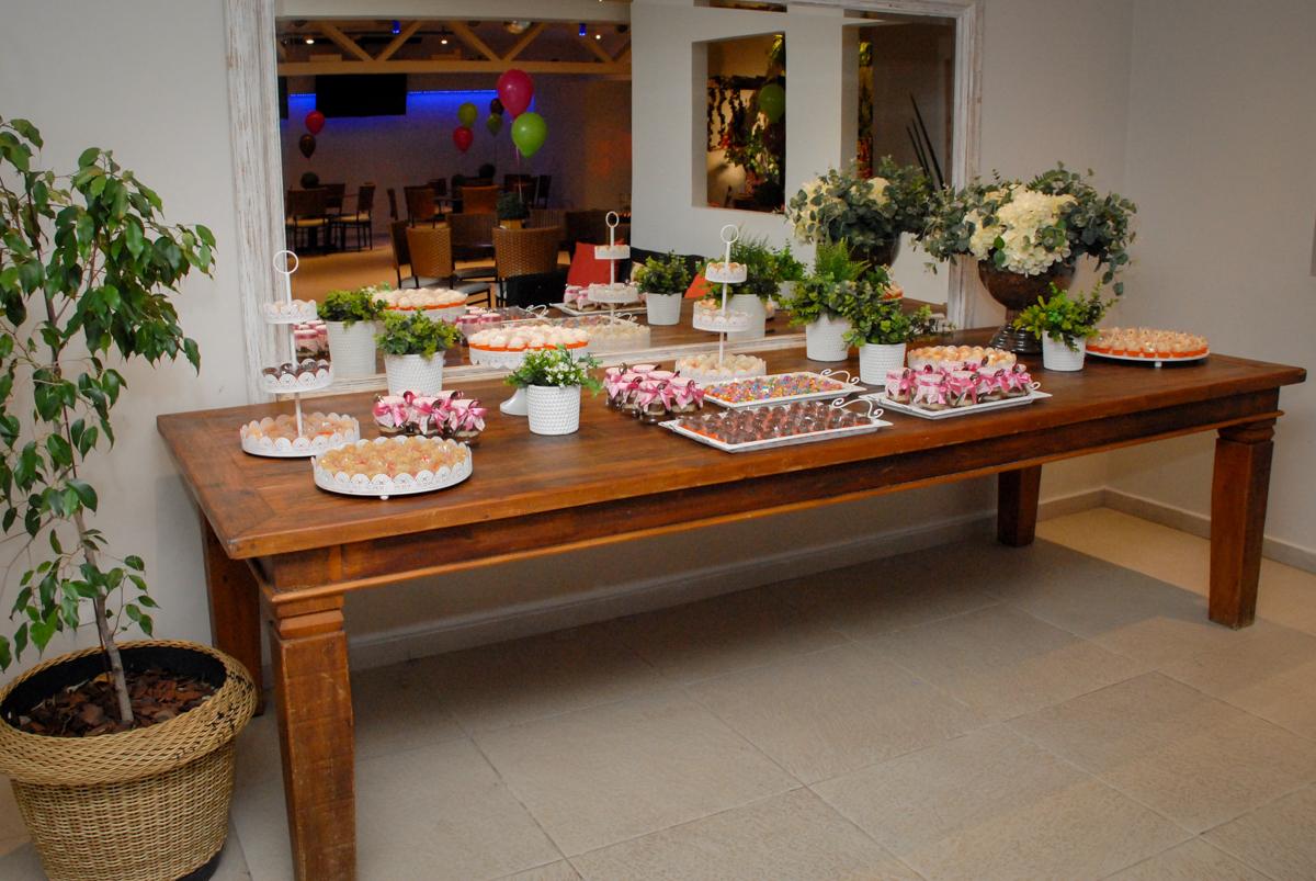 mesa de doce no buffet villa 18 alphaville, sao paulo, aniversario de valentina 4 anos tema da festa masha e o urso