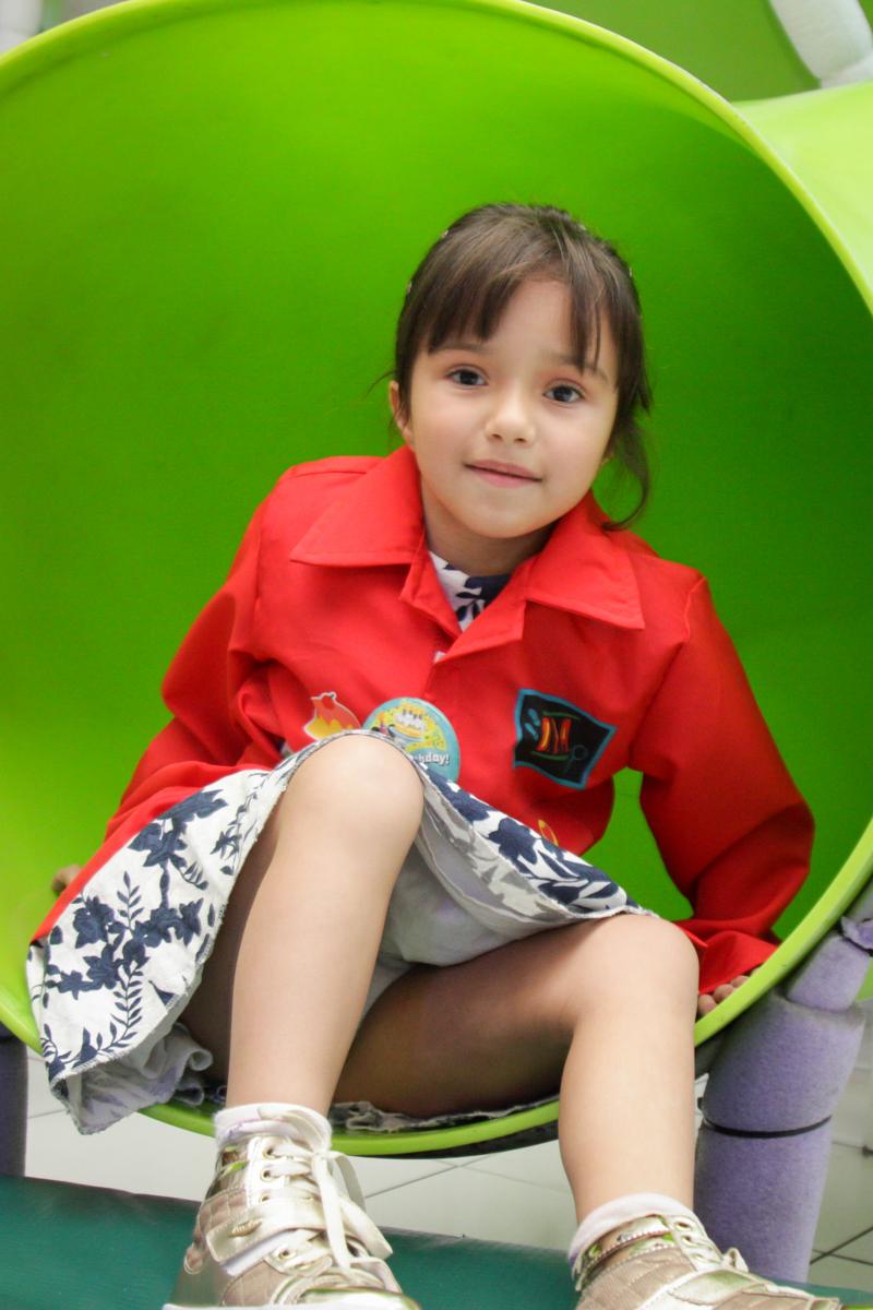 brincando no brinquedão no buffet Fábrica da Alegria, Morumbi, São Paulo, aniversário de Ana Carolina, 6 anos. tema da festa detetives do predio azul