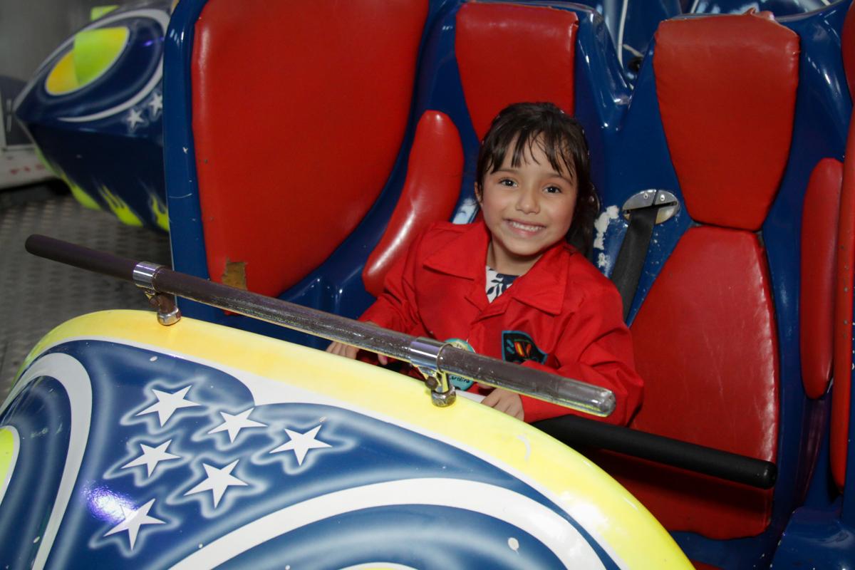 brinquedo jornada nas estrelas no buffet Fábrica da Alegria, Morumbi, São Paulo, aniversário de Ana Carolina, 6 anos. tema da festa detetives do predio azul