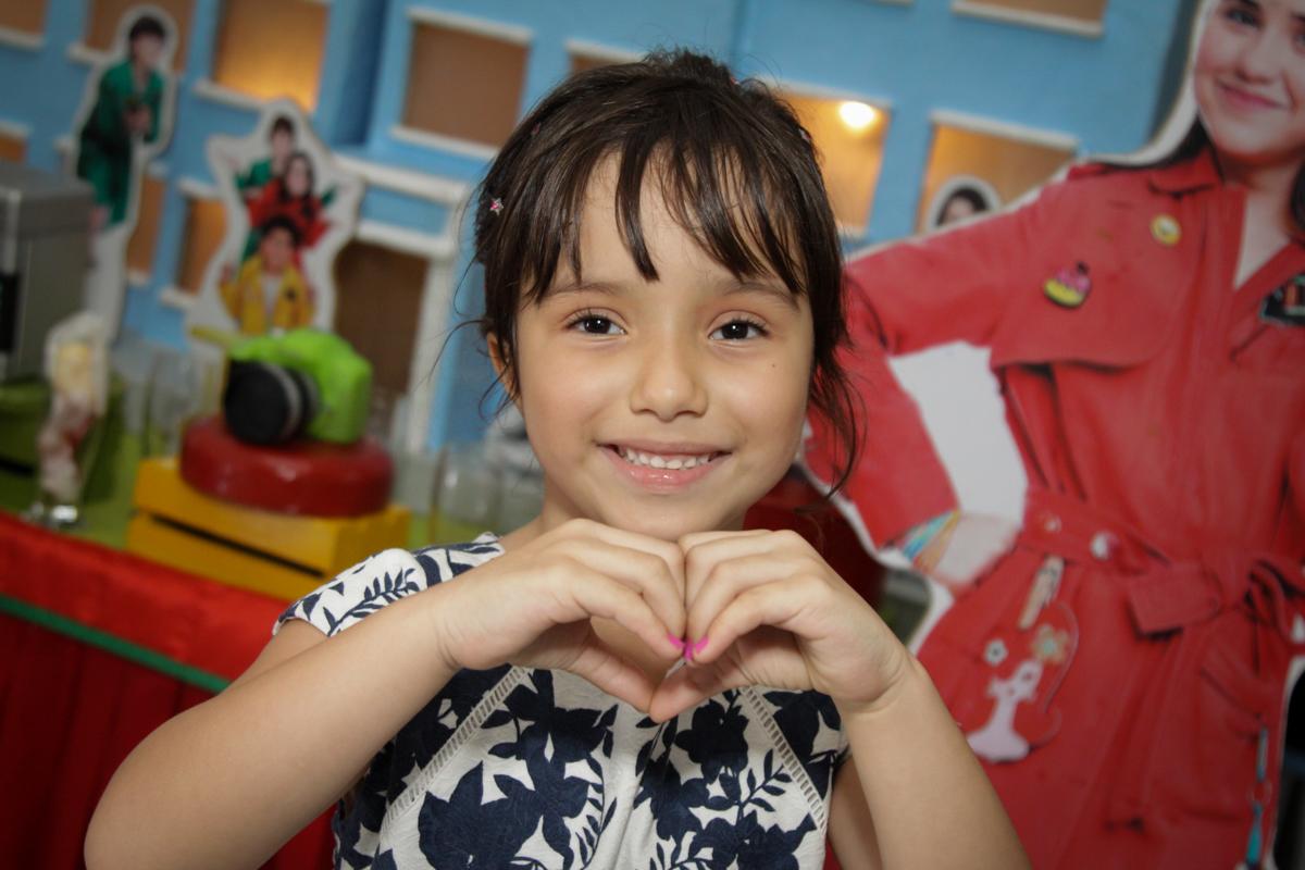 curtindo sua festa no buffet Fábrica da Alegria, Morumbi, São Paulo, aniversário de Ana Carolina, 6 anos. tema da festa detetives do predio azul
