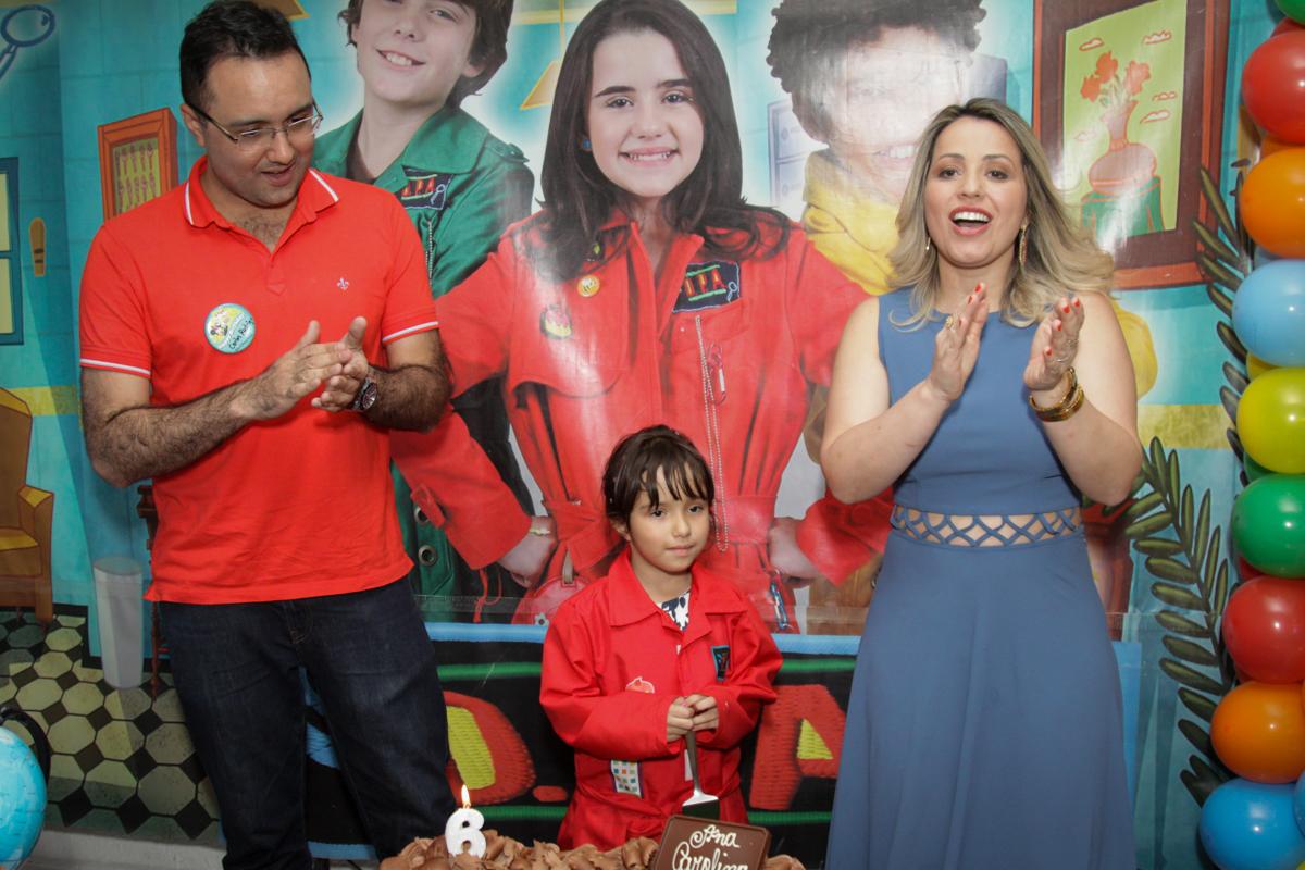 hora do parabéns no buffet Fábrica da Alegria, Morumbi, São Paulo, aniversário de Ana Carolina, 6 anos. tema da festa detetives do predio azul