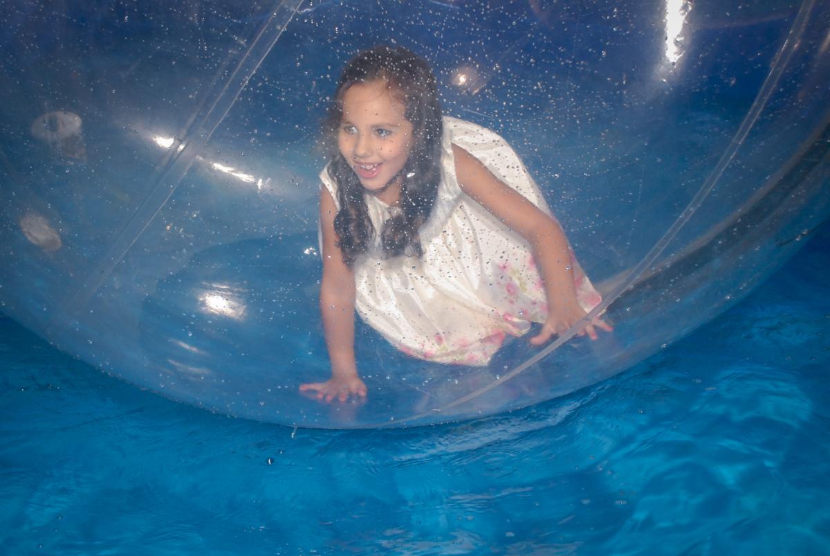 hora de brincar no aqua play no Buffet Fábrica da Alegria, Osasco São Paulo aniversário de Rafaela 5 anos, tema da festa Moana