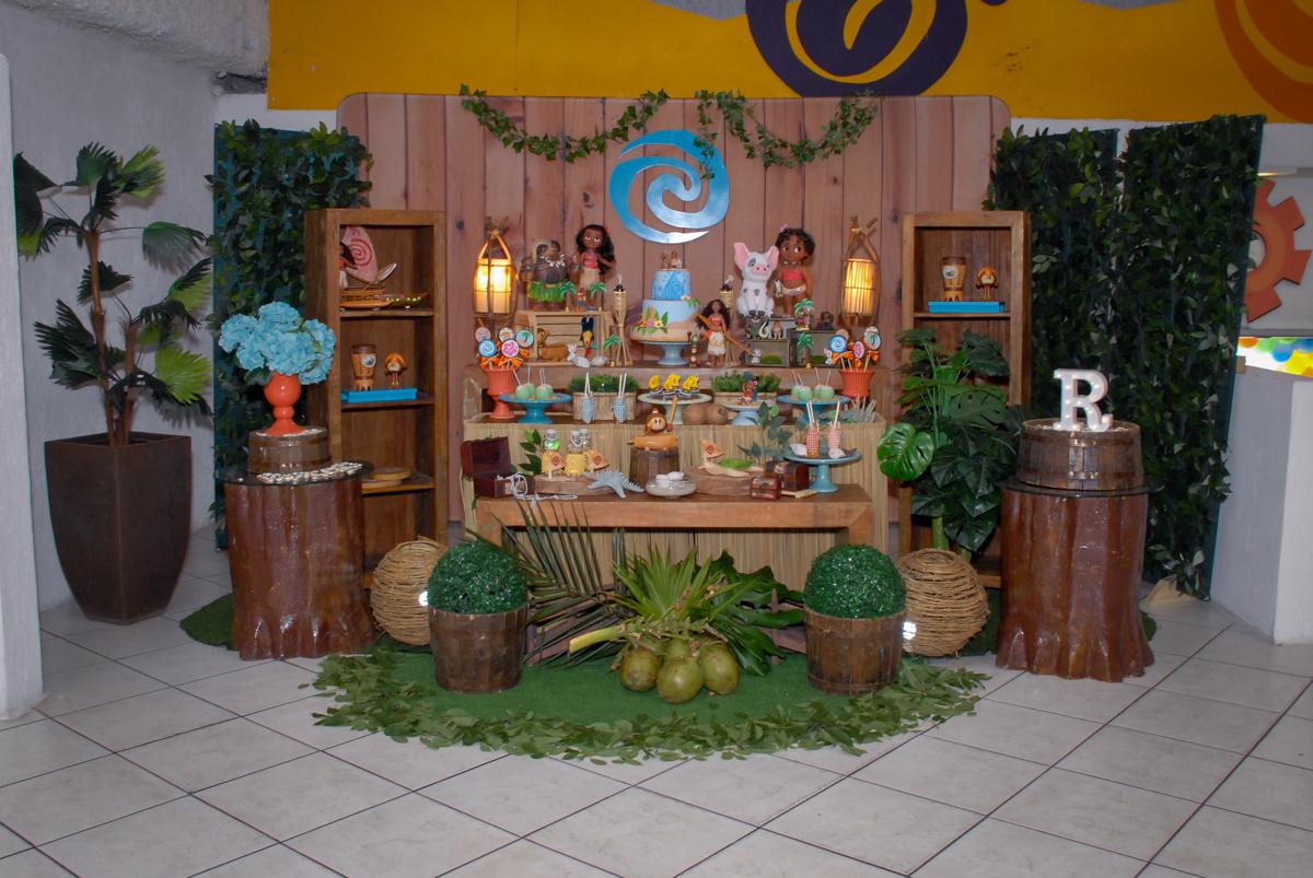 mesa temática no Buffet Fábrica da Alegria, Osasco São Paulo aniversário de Rafaela 5 anos, tema da festa Moana