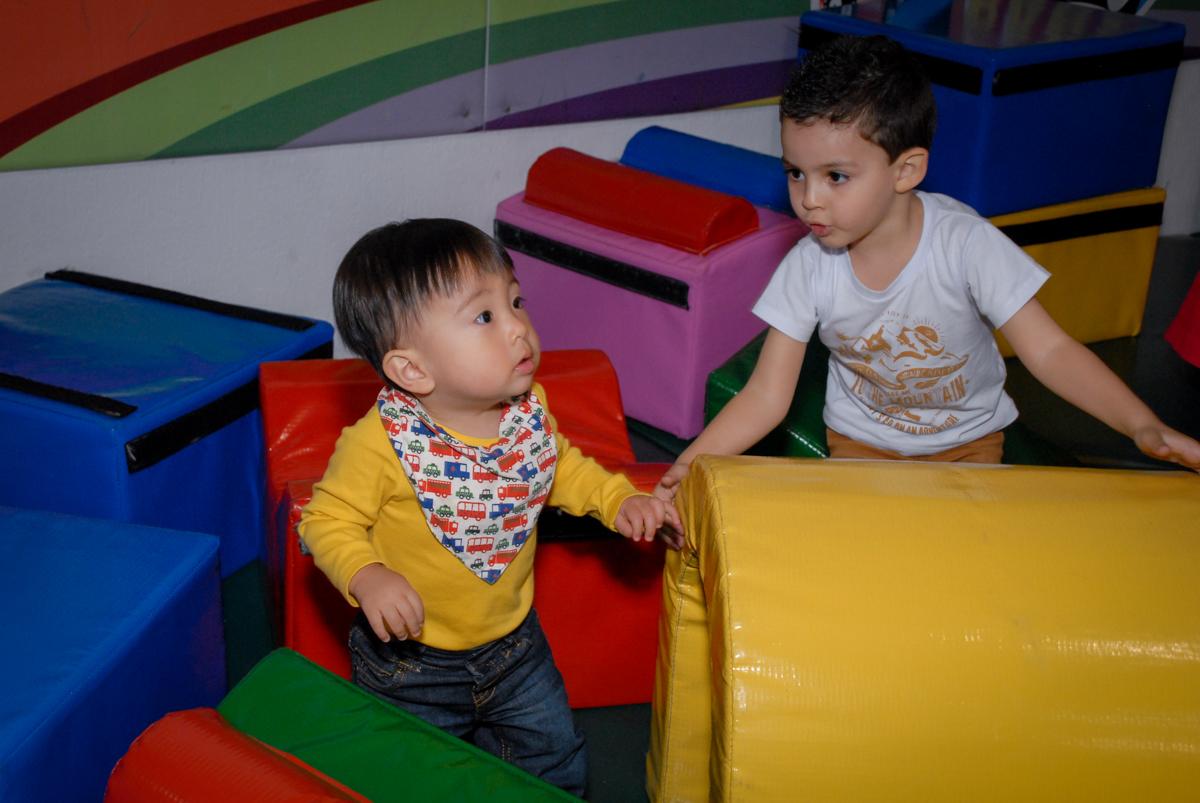 mais brincadeiras na área baby bo Buffet Fábrica da Alegria, Osasco São Paulo aniversário de Rafaela 5 anos, tema da festa Moana