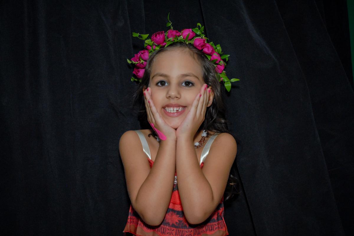 fantasiada de moana no Buffet Fábrica da Alegria, Osasco São Paulo aniversário de Rafaela 5 anos, tema da festa Moana