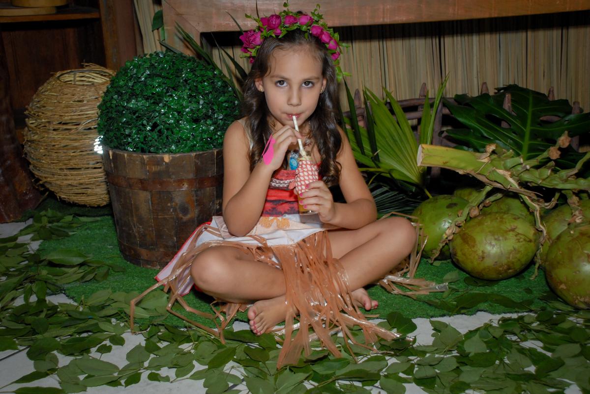 suco gostoso no Buffet Fábrica da Alegria, Osasco São Paulo aniversário de Rafaela 5 anos, tema da festa Moana