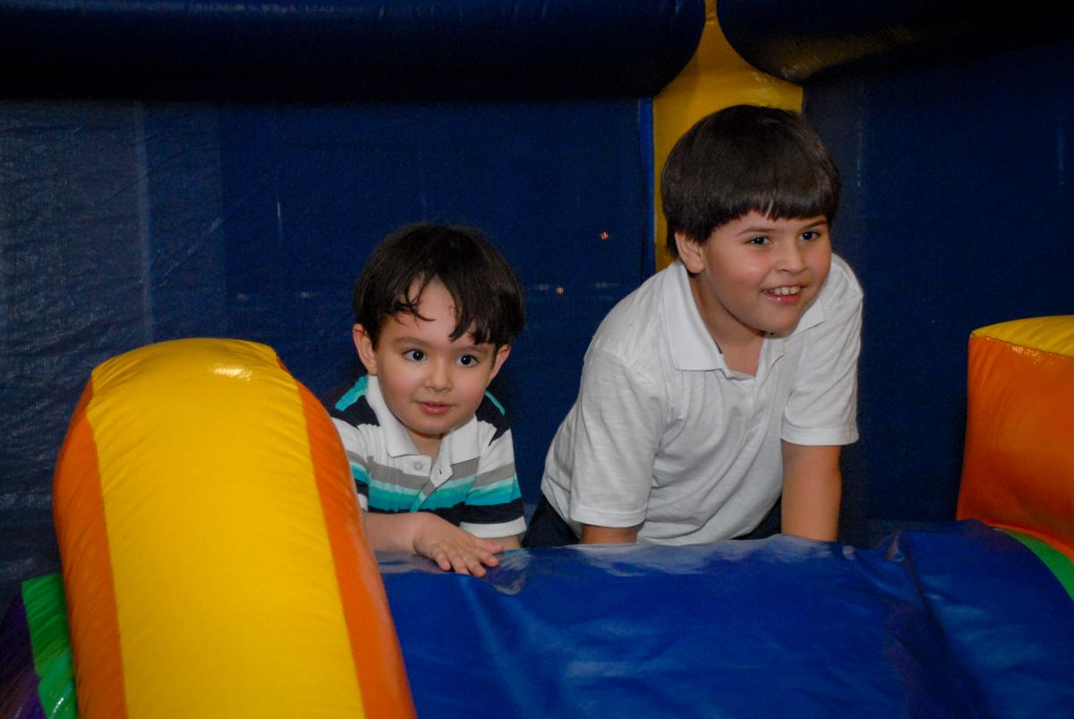 escorregador divertido no condominio vila prudente, aniversario de rafael 4 anos, tema da festa discvery kids